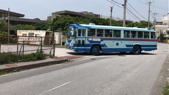 宜野湾高校側のバス駐車場。こんな身近に730バスが!