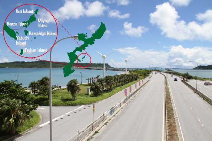 海中道路中程の陸橋上から♪ 向こうに見えるのが平安座島ですね!
