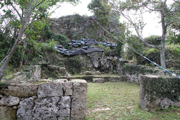若松のお墓、かなり前に撮ったやつなんで今もこういう状況かは定かではありません(^^;