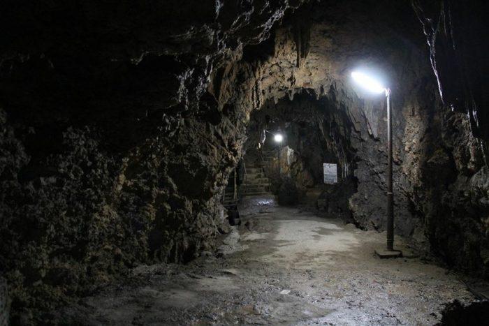 観音堂横にある洞窟を入っていっての金武宮です