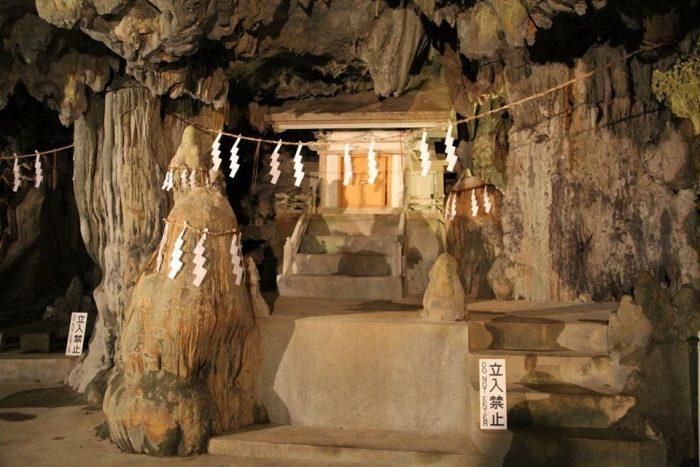 普天満洞穴、神社の裏にこんな洞窟が!